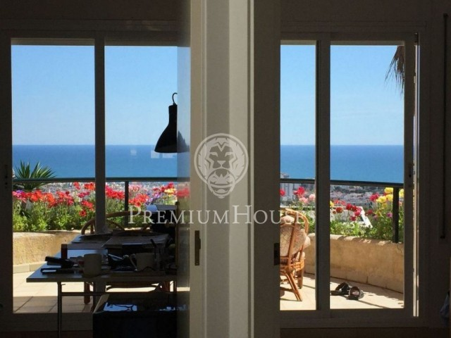 Terraced corner house with sea views and touristic licence, for sale in Vallpineda, Sitges