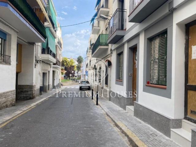 Charming and newly renovated ground floor for sale in Sitges