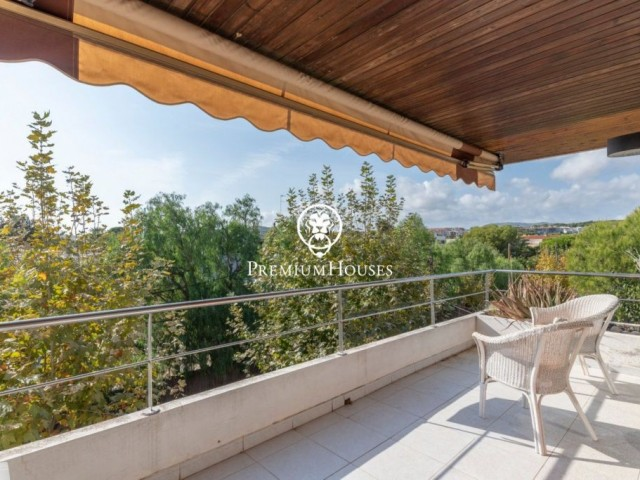 Charming and bright penthouse at a walking distance from the beach in the Vinyet, Sitges
