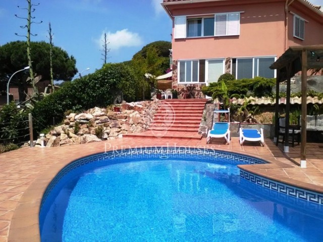 Residential house with separate apartment in Blanes
