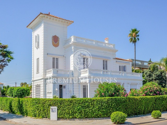 Villa for sale on the seafront of Sitges
