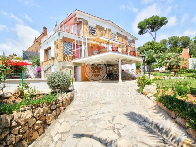 House for sale in Montemar, Castelldefels, with sea views