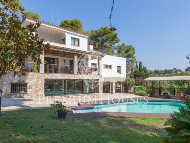 Stand-alone house for rent or sale in Bellamar, Castelldefels